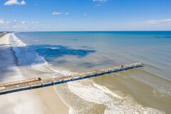 Free Aerial Photo Jacksonville Beach Fishing Pier Travel Destination Stock Photo - 182545790