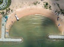 aerial Steinwellenbrecher in das Meer in Pattaya, Chonburi, Th Stockfotos