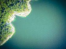 Free Aerial Trees And Cliff Rock Wall Crystal Water At Lake Travis, A Royalty Free Stock Photos - 113297528