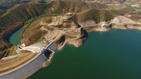 aerial Videodreh vom Brummen, Verdammung Odelouca, Portimao stock video