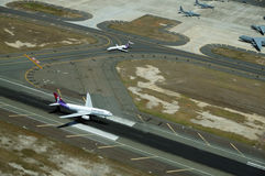 Aerial view of Hawaiian Plane landing on Runway Stock Photography