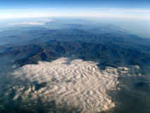 Aerial view of mountains and clouds Royalty Free Stock Photos