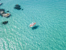 Free Aerial View Of A Moored Boat Floating On A Transparent Sea. Stock Photos - 97082673