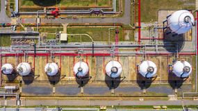 Free Aerial View Of Petrochemical Industry Storage Tank, Industrial Oil And Gas Tanks Stock Photography - 157245442