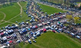 Free Aerial View On Flea Market With Miscellaneous Items And Crowds Of Buyers And Seller`s Makeshift Stands Stock Photos - 145693763