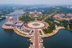 Aerial view of Putra mosque with garden landscape design and Putrajaya Lake, Putrajaya. The most famous tourist attraction in. Kuala Lumpur City, Malaysia stock photos
