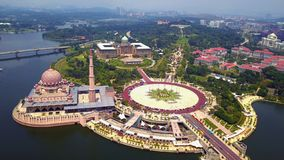 Aerial view of Putra mosque with garden landscape design and Putrajaya Lake, Putrajaya. The most famous tourist attraction in. Kuala Lumpur City, Malaysia stock photo