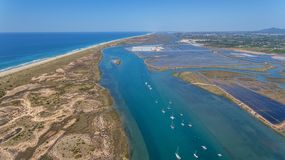 aerial Wellenbrecherkanal in Quatro-Aguas, Tavira-Insel Vom Himmel Lizenzfreies Stockbild