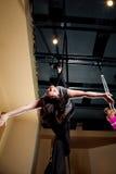 Aerialist lehnt sich zurück in Rebecca Split Lay-out Lizenzfreie Stockbilder