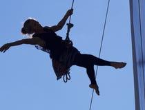 Aerialist que hace danza interpretativa Imágenes de archivo libres de regalías