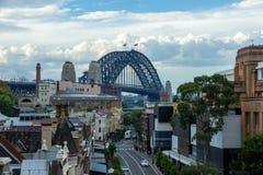 Aeriall sikt av bro för Sydney hamn, en av fraveldestien Arkivfoto