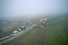 Aerialshot van Italiaans dorp Castagneto royalty-vrije stock foto's