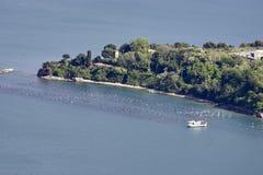 aerialview de la toma de la isla del palmaria de la montaña del muzzerone Imagenes de archivo