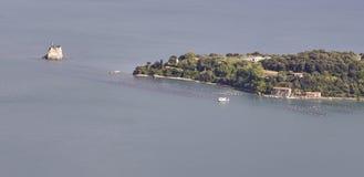 aerialview de la toma de la isla del palmaria de la montaña del muzzerone Fotografía de archivo