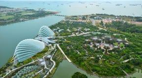Aerialview del paisaje de Singapur sobre el jardín por la bahía en arena de la bahía del puerto deportivo Fotos de archivo libres de regalías