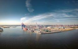 Aerialview på hamn från Hamburg royaltyfria bilder