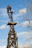 aermotoren mal gammal wind Arkivbilder