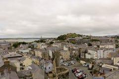 Aernarfon ¡ Ð, взгляд городка от башни, Великобритания стоковое изображение