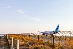 Aero- avión de pasajeros de Airbus A319 del cobalto en el International de Larnaca Imagen de archivo libre de regalías