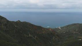 Aero - die schönen grünen Berge des Nationalparks Anaga auf der Nordküste von Teneriffa stock footage
