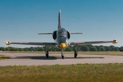 Aero- L-39C Albatros gira la pista de rodaje Fotos de archivo