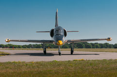 Aero L-39C Albatros schaltet Rollbahn ein Stockfotos