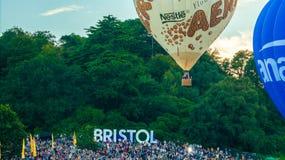 Aero Nestle steigen im Ballon auf Stockfoto