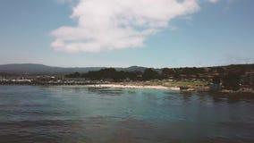 Aero, oceaanmeningen en stranden met het hotel stock videobeelden