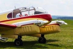Aero 145 tvilling--pistong engined borgerligt nytto- flygplan producerade i Tjeckoslovakien Arkivfoto