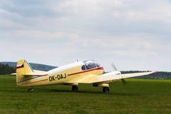 Aero- versión 45 de los aero- 145 aviones para uso general civiles engined del gemelo-pistón en aeropuerto Fotos de archivo libres de regalías