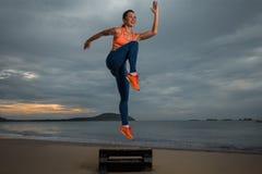 Aerob auf dem Strand Stockfoto