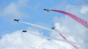 Aerobatic απόδοση ομάδας Aerobatic αετών RKAF μαύρη στη Σιγκαπούρη Airshow Στοκ εικόνα με δικαίωμα ελεύθερης χρήσης