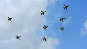 Aerobatic απόδοση ομάδας Aerobatic αετών RKAF μαύρη στη Σιγκαπούρη Airshow Στοκ φωτογραφία με δικαίωμα ελεύθερης χρήσης