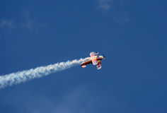 Aerobatic airplane in flight Stock Photography