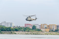 Aerobatic elicopter steuert Training im Himmel der Stadt Puma elicopter, Marineübung Aeroshow Stockbild