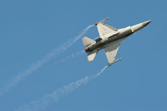 Aerobatic F-16 Stockbild
