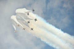 Aerobatic Fliegenanzeige durch schwarzes Eagles von der Republik von Korean Air-Kraft (ROKAF) in Singapur Airshow Lizenzfreies Stockbild