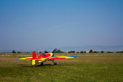 Aerobatic Flugzeug entfernen sich Stockfotos
