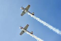 Aerobatic flyg royaltyfria foton