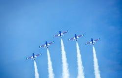 Aerobatic Gruppenbildung Stockbilder