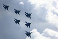 Aerobatic Gruppenbildung am blauen Himmel während der Flugschau Stockfoto