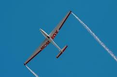 Aerobatic Gruppenbildung Zelazny am blauen Himmel Stockbild