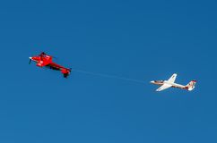 Aerobatic Gruppenbildung Zelazny am blauen Himmel Stockfotos