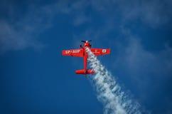 Aerobatic Gruppenbildung Zelazny am blauen Himmel Lizenzfreie Stockfotos