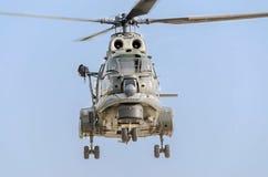 Aerobatic Hubschrauber steuert Training im Himmel der Stadt Puma elicopter, Marineübung Aeroshow Stockbilder