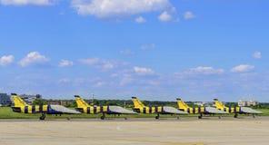 Aerobatic lagparkering för baltiska bin Arkivbild