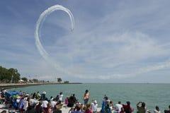 Aerobatic Team, das Regelkreis durchführt Lizenzfreies Stockfoto