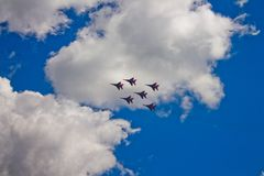 Aerobatic Team ` Swifts-` ` Strizhi-` Lizenzfreie Stockfotos