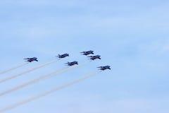 Aerobatic Zeigung im Himmel Stockfotografie
