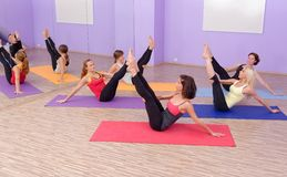 Aerobes heißes Pilates Stockfotos